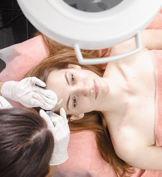 young woman getting dermall fillers injection PAJ7Q8C
